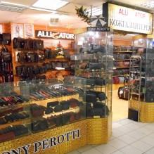 Борсетки и сумки в магазине