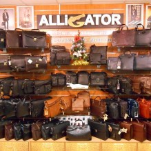 Портфели и сумки в магазине